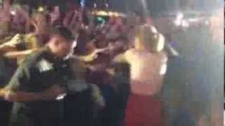 Taylor Swift Gets Angry and Pushes Security @ Sydney Concert | 4th Dec 2013