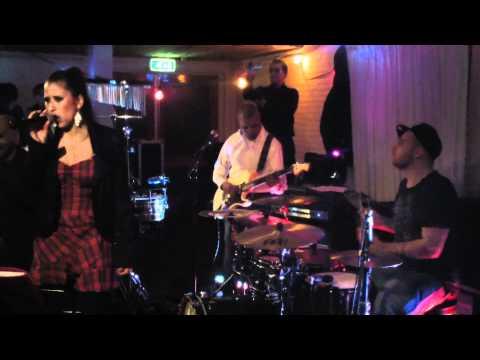 Erica Groeneveld - Kiss cover op nieuwjaarsparty