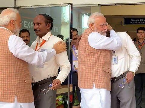 पीएम से गले मिलकर रोए ISRO चीफ   ANB NEWS NATIONAL