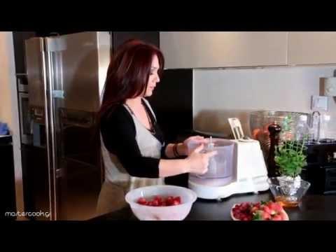 Εύκολο παγωτό φράουλα με γιαούρτι μόλις σε 5' λεπτά