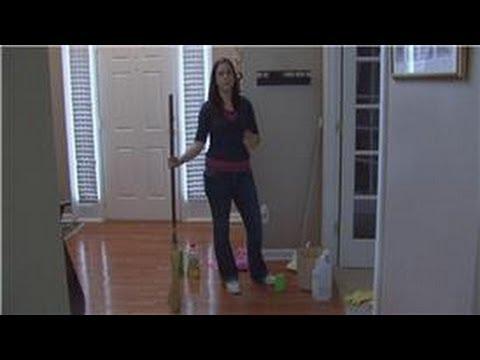 Housecleaning Tips : Using Vinegar to Clean Wood Floors