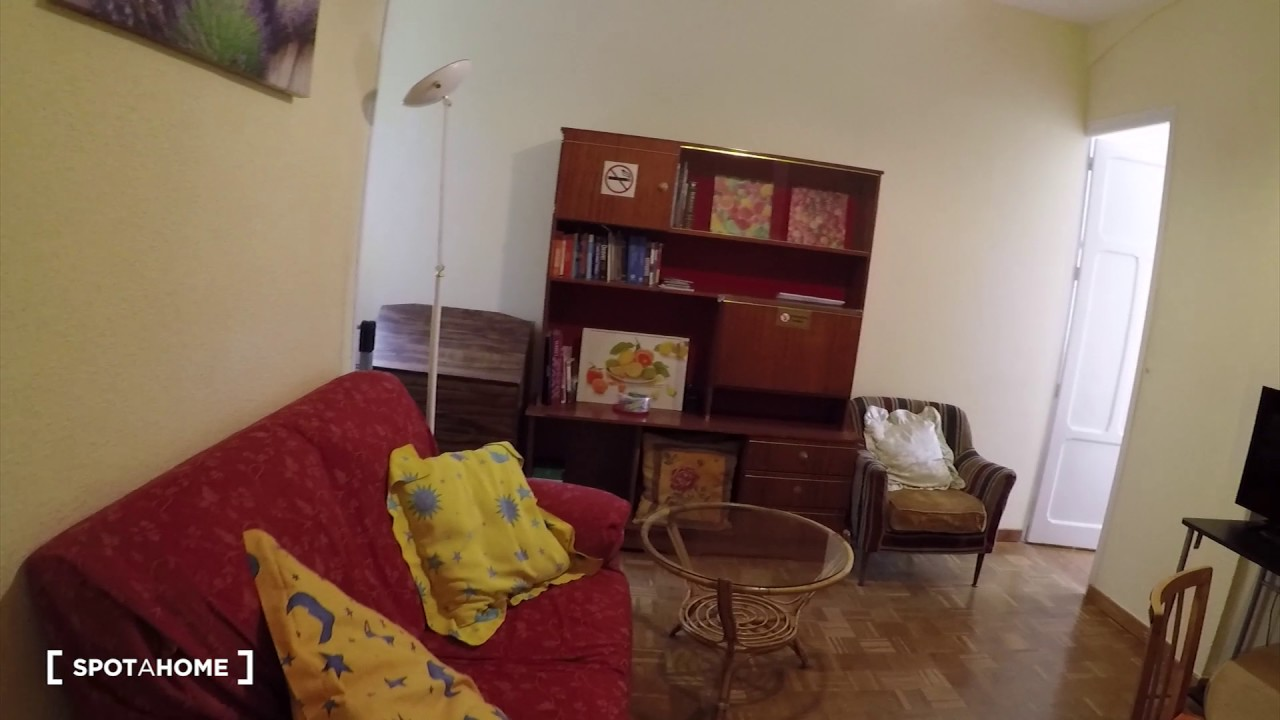 Rooms for rent in 4-bedroom apartment near university in Argüelles