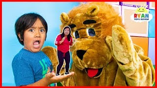 Ryan Pretend Play Shrink Mommy funny story!!!