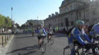 preview picture of video 'Les Filles de France à Paris sur leurs vélos   16 09 2012'