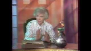 """Программа """"В гостях у сказки"""" ведущие Тётя Валя Леонтьева и Денис Матросов в роли Ноки (джин) 1990 г"""