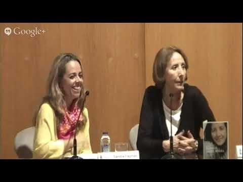 A xornalista Sandra Faginas conversa con Mabel Rivera Torres