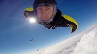 """Amazing Helmet Cam Footage From The U.S. Army Parachute Team """"Golden Knights"""""""