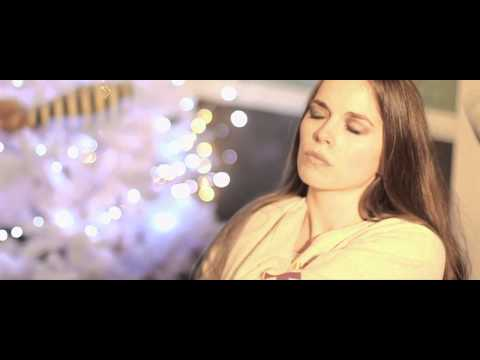 Betsy Kingston & the Crowns - Christmas Supper with Your Family