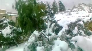 preview picture of video 'من اثار العاصفة الثلجية (ألكسا) سوادا_ السلط الجمعة 13_12_2013 ج1'