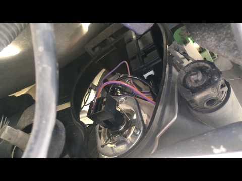 Ford Ka : changer une ampoule de feux de croisement