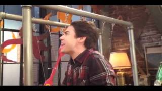 Виктория Джастис, iCarly: Shocking Video From Set