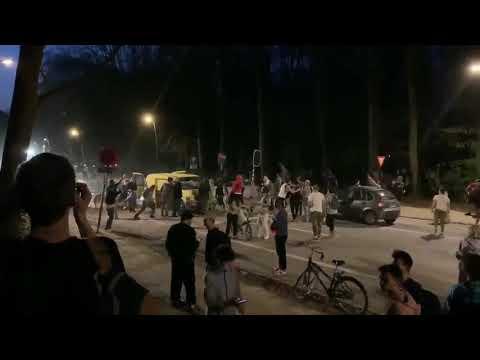 بالفيديو .. كذبة أبريل تسبب اشتباكات بين آلاف في بلجيكا