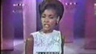"""Nancy Wilson Sings """"Don't go To Strangers"""" Live"""