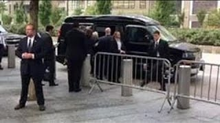 Hillary Clinton stumbles leaving the 9/11 memorial(VIDEO)Hillary Clinton collapses11.09.16