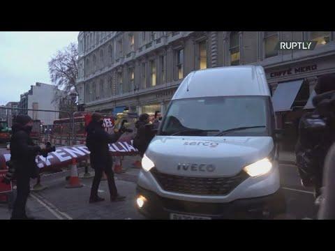 Ο Τζούλιαν Ασάνζ θα μάθει σήμερα αν οι αρχές της Βρετανίας θα προχωρήσουν στην έκδοσή του στις ΗΠΑ