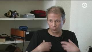 Почему рокер Федор Чистяков не торопится возвращаться в Россию?