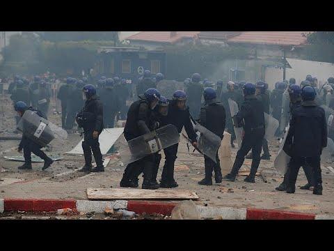Αλγερία: Τραυματίες στη διαδήλωση κατά του Μπουτεφλίκα…