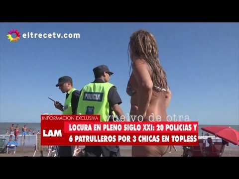 Manifestación en contra de la actuación policial argentina ante tres mujeres que tomaban el sol en tetas