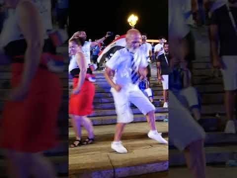 Зажигательные танцы от болельщика-пенсионера из Волгограда