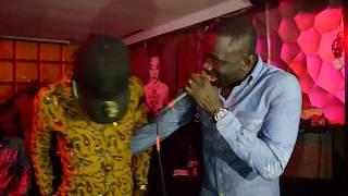 Pape Diouf chante sidy Diop sur scéne