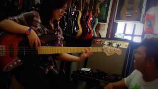 Cewek Cantik Main Bass Dahsyat Banget By Tariganmusic