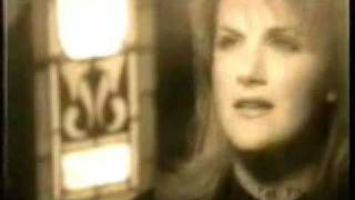 Trisha Yearwood On A Bus To St Cloud