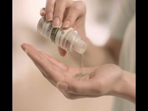 Les rappels sur le traitement du microorganisme végétal des ongles des mains