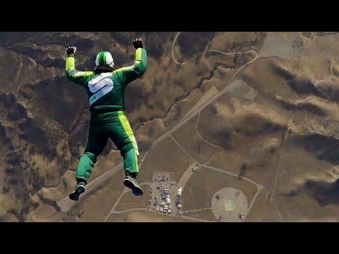 Luke Aikins define recorde para salto mais alto sem pára-quedas