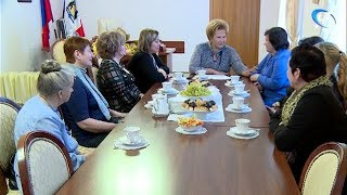 Мамы-героини сегодня были приглашены на чаепитие к спикеру регионального парламента Елене Писаревой