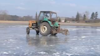 Drifty ciągnikami na lodzie  Special na 2000 subskrybcji   Ursus leci bokiem 