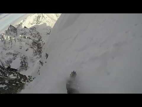 Bergsteiger rutscht aus