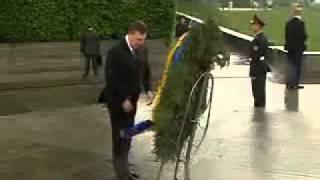Yanukovich vs the wreath