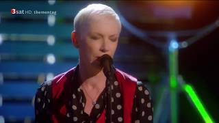 Annie Lennox – I Cover The Waterfront (Live)