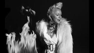Kadr z teledysku Ziemia w ogniu tekst piosenki Małgorzata Ostrowska