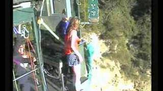 preview picture of video 'Wonderwoman gets scared at Taupo Bungy'