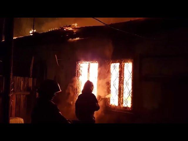 В микрорайоне Новом-4 подожгли жилой дом