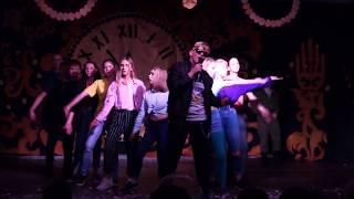 """Новый 2019 год в школе 13, класс 8 Б танец """"Крошка моя"""" Руки вверх, http://musboy.ru"""