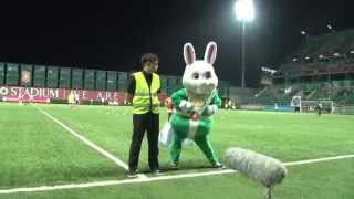 BGTV : BATTLE DANCE RABBIT MASCOT VS GUARD
