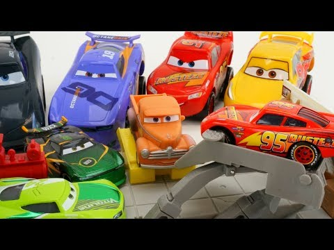 Cars 3 Smokey Fixes Lightning Mcqueen And Piston Cup Racers Next Gens For Florida 500 Race