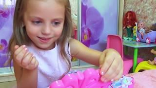 Купаемся в БАССЕЙНЕ в платье ПРИНЦЕССЫ Kids Pretend Play Играем с косметичкой для девочек