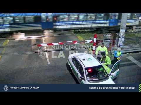 Así fue el choque entre un taxista y un auto en 1 y 38