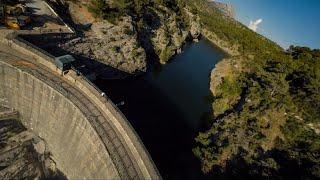 Balade au dessus du lac en racer ! - Barrage Zola (Cinematic FPV)