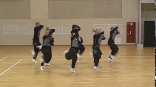 классно танцуют)))
