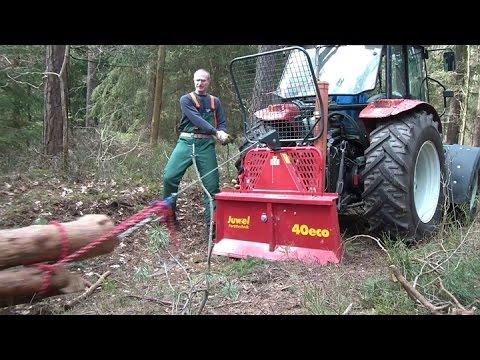 Steyr 370 Kompakt mit Uniforest Seilwinde beim Holz rücken, winching firewood with a forestry winch