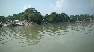 preview picture of video 'Journey across the Brahmaputra'