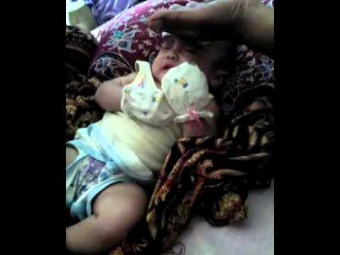 Video Cara mengatasi bayi demam