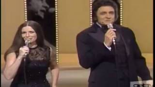 "Johnny Cash & June Carter Sing A Feverish ""Jackson"" Live (1976)"