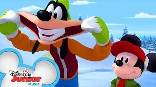 Hot Dog Dance Break 🌭 | Disney Junior Holiday Party On Tour | Disney Junior