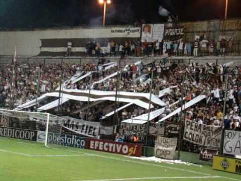 """""""Hinchada de Platense: Platense 4 - 1 CAI / Fecha 30 / Campeonato 2009-2010"""" Barra: La Banda Más Fiel • Club: Atlético Platense"""