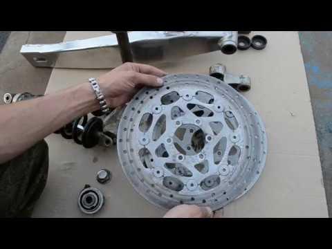 Восстановление Yamaha FZR250R. Состояние задней подвески, рулевой колонки и тормозных дисков.